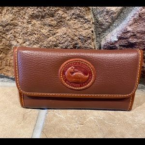 Replica Dooney & Bourke tan wallet